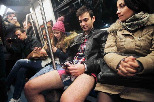 O studentă a stropit in metrou barbatii care stăateau ofensator cu clor