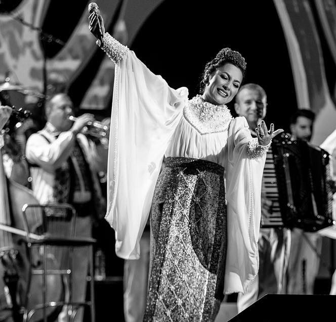 Andra, interpretând piesele Mariei Tănase
