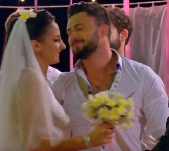 Andreea, mireasă, la petrecerea de nuntă