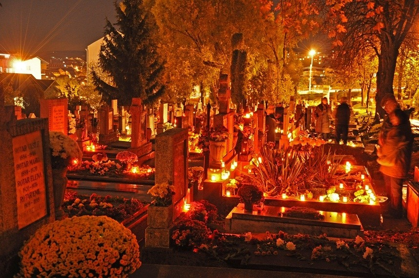 De Ziua Morților cimitirele se vor lumina