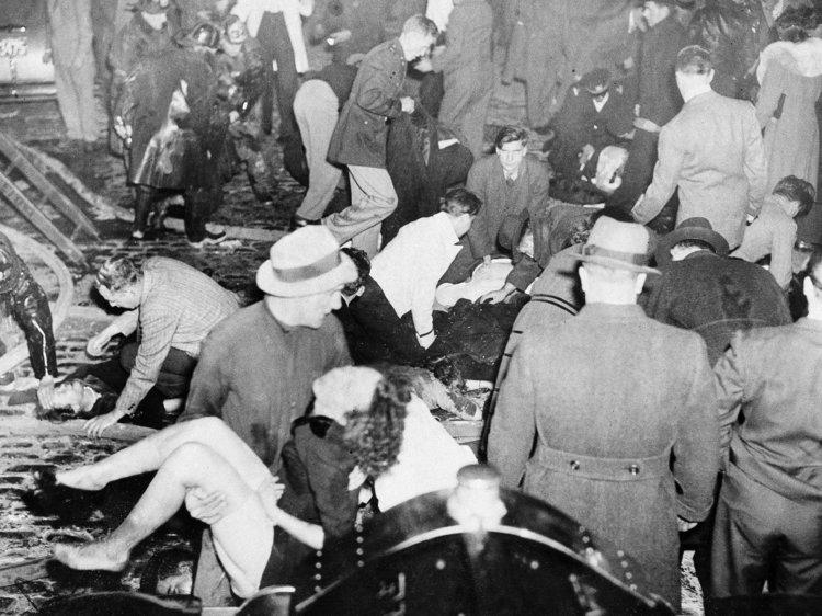 "Iadul ""Colectiv"" la indigo: noiembrie 1942, Boston, SUA, 492 de morți"