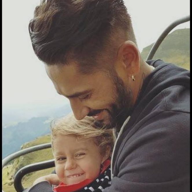Poza lui Connect-R alături de fiica sa, Maya