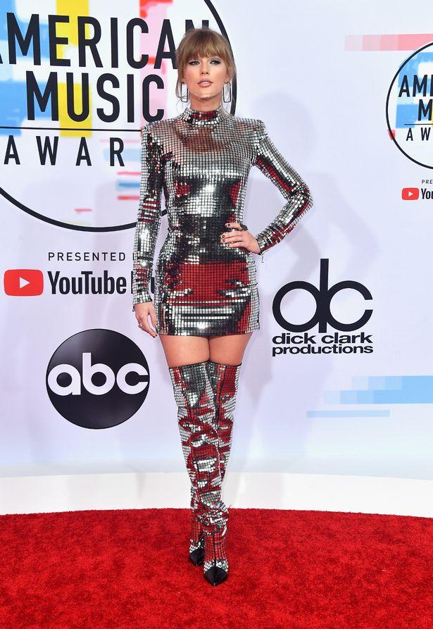 Gala American Music Awards a avut apariții impresionante pe covorul roșu