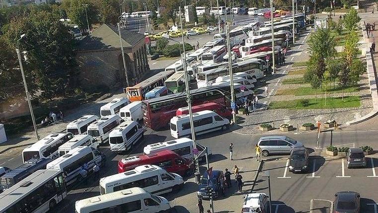 În jur de 3 milioane de persoane ar putea fi afectate de greva transportatorilor
