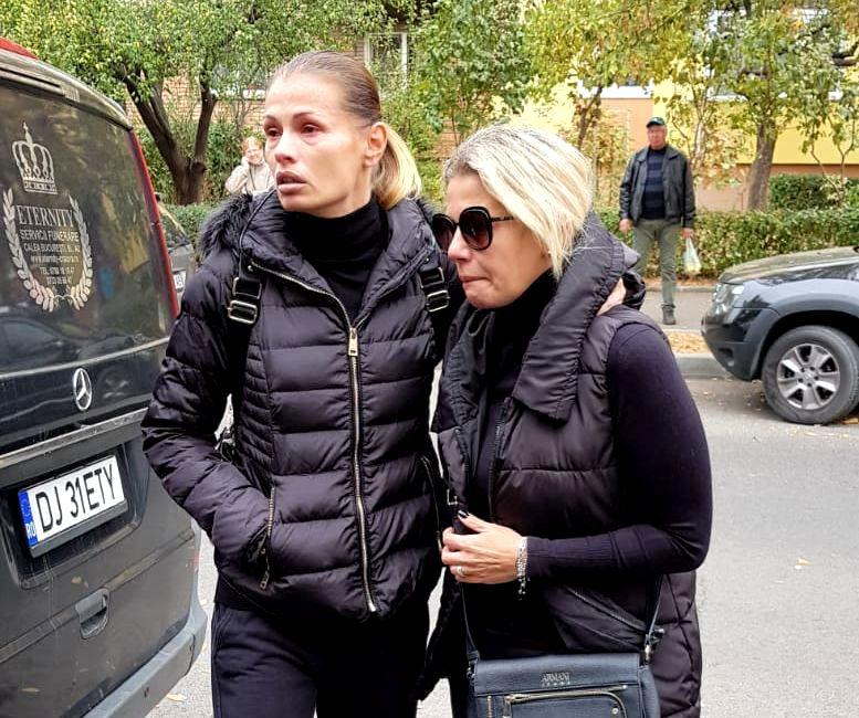 Fiicele lui ilie Balaci, răpuse de durere, după ce marele jucător a făcut infarct, în această dimineață
