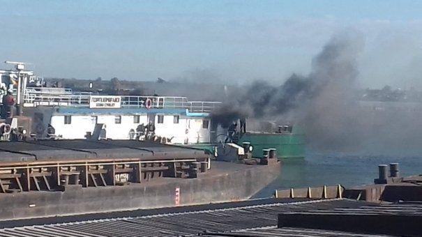 Nava în flăcări din portul Constanței