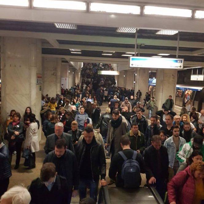 Aglomerația de la  stația Constantin Brâncoveanu din cauza defecțiunilor
