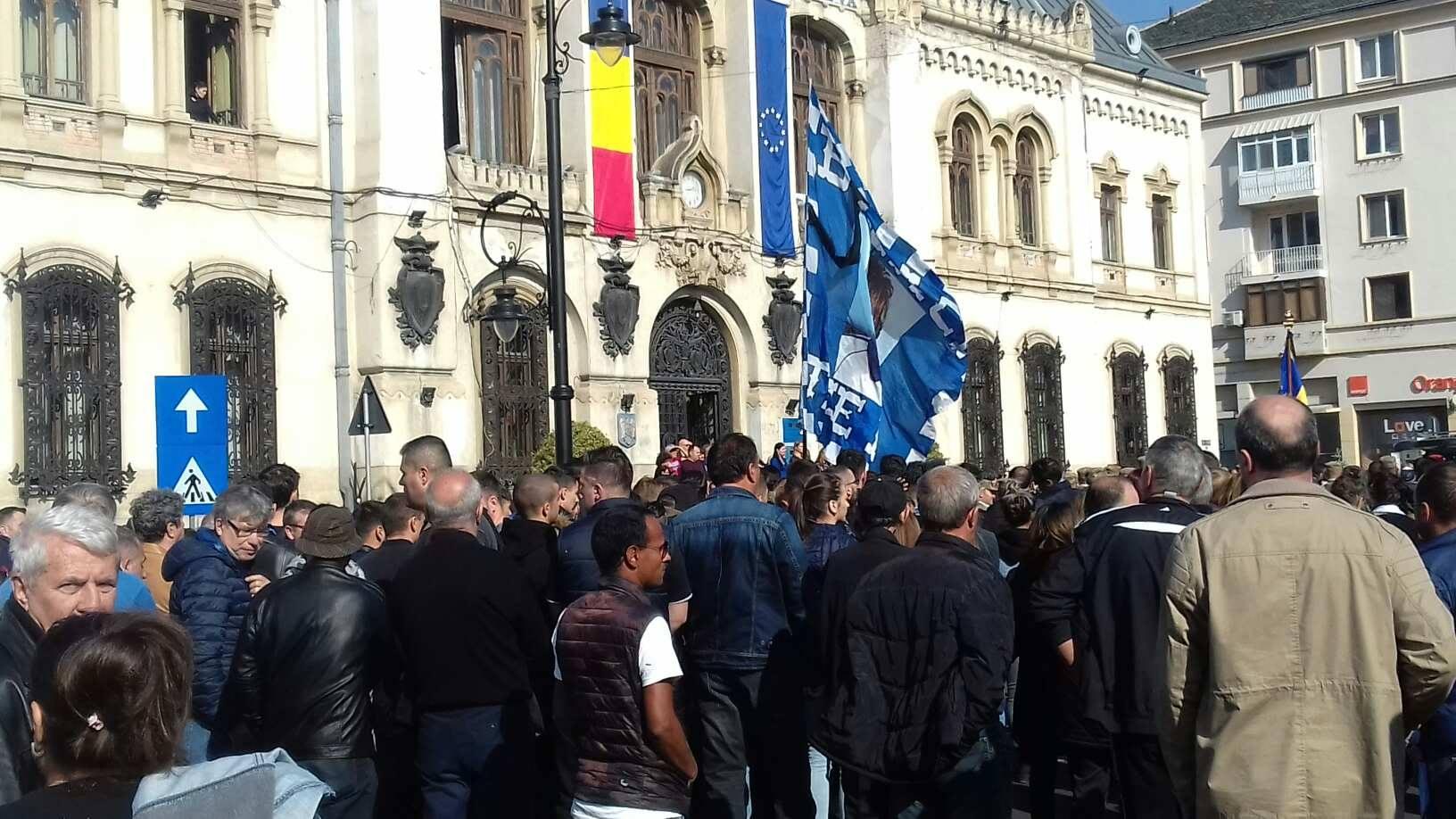 Prietenii și fanii marelui Ilie Balaci coducându-l pe ultimul drum