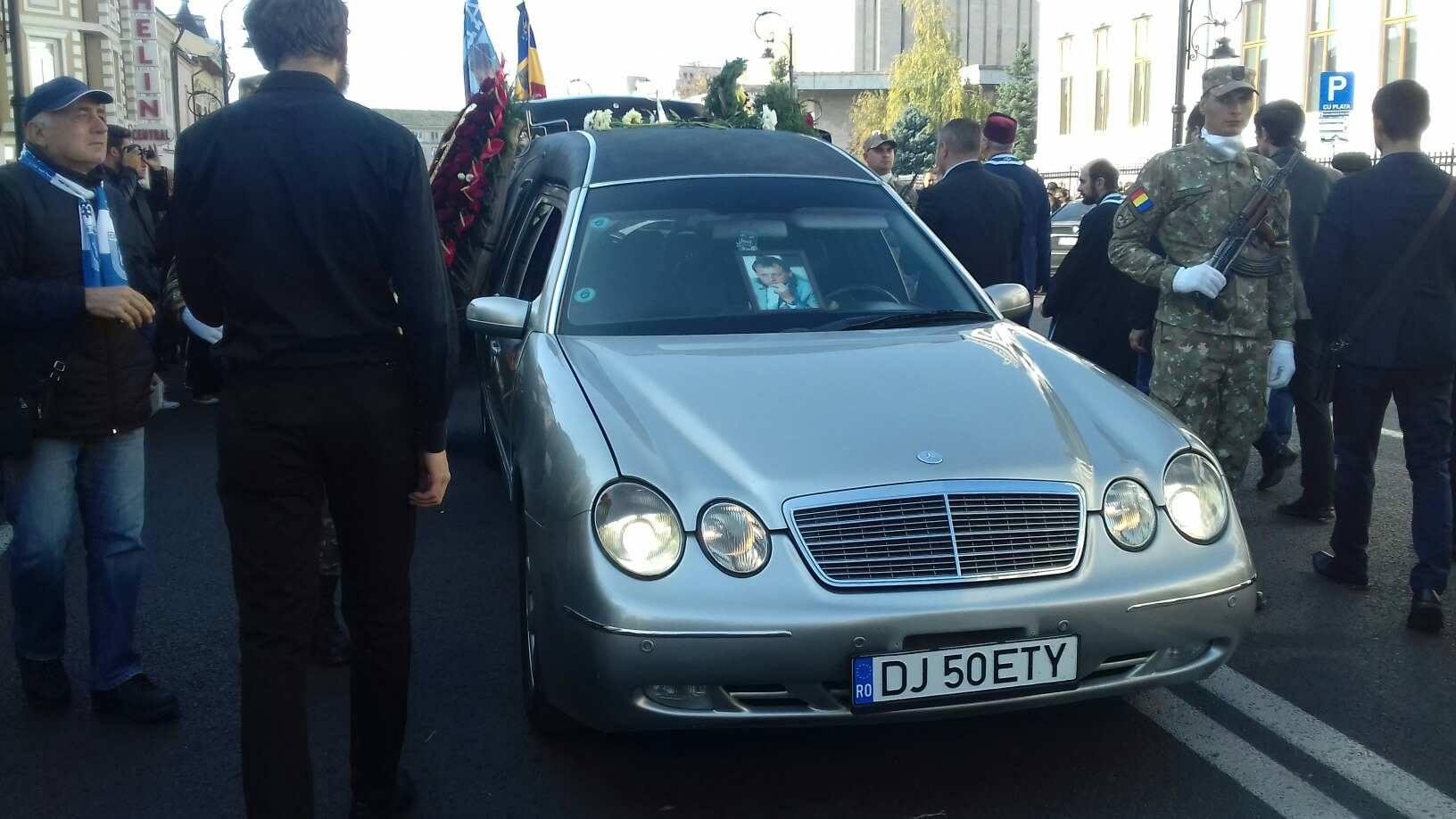 Mașina cu trupul neînsuflețit al lui Ilie Balaci