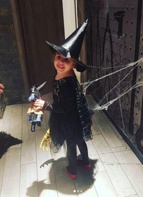Cum s-a costumat Oana Roman de Halloween