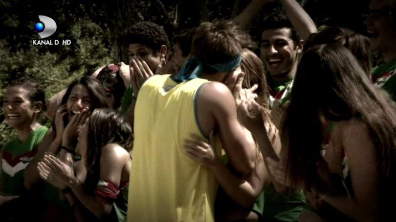 Iulian Pîtea a sărutat o concurentă din tabăra adversă