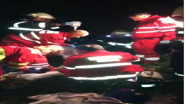 O masina condusă de u nsofer beat a ajuns în răpâ si a dus la rănirea a patru persoane