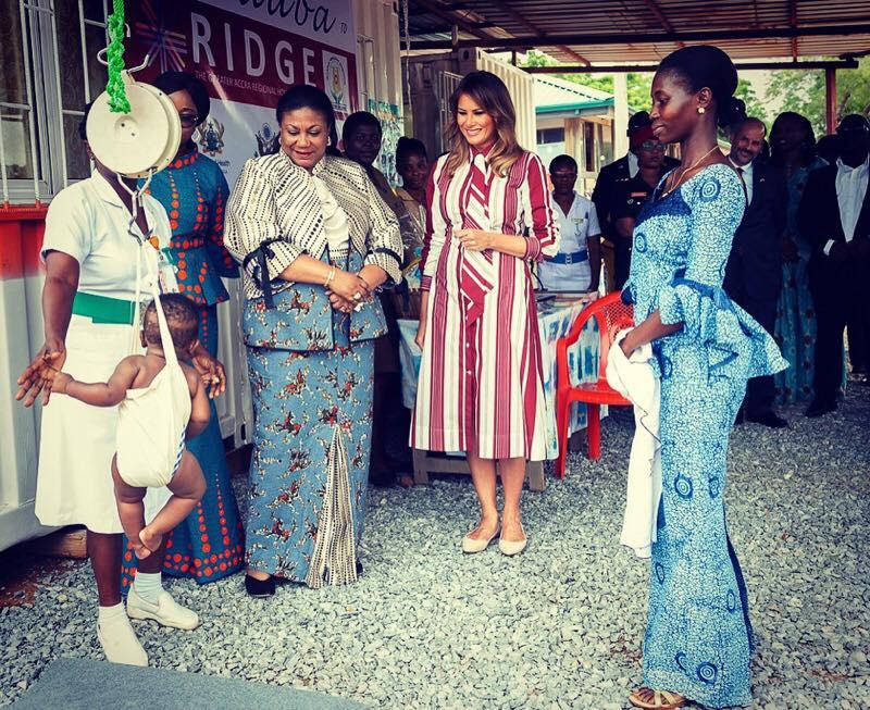 Melania Trump a purtat în cadrul vizitei în Ghana o rochie Celine
