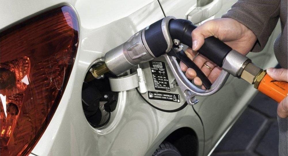 Noile denumiri ale carburanților vor fi inscripționate și pe mașinile noi, lîngă bușonul de alimentare