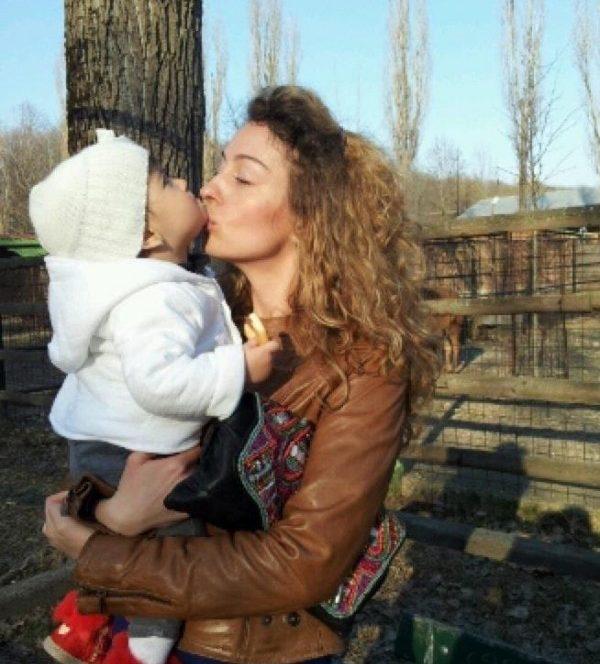 Fosta amantă a lui George Copos în brațecu fiica acestora