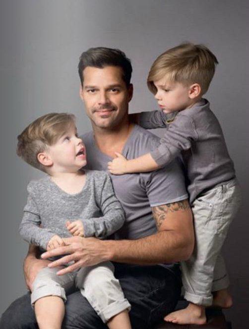 Ricky Martin împreună cu gemenii săi