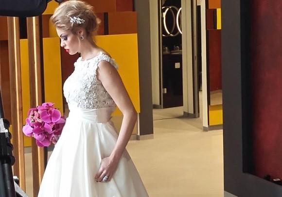 Rochia de mireasă a actualei doamne Borcea pentru ceremonia religioasă din Ungaria