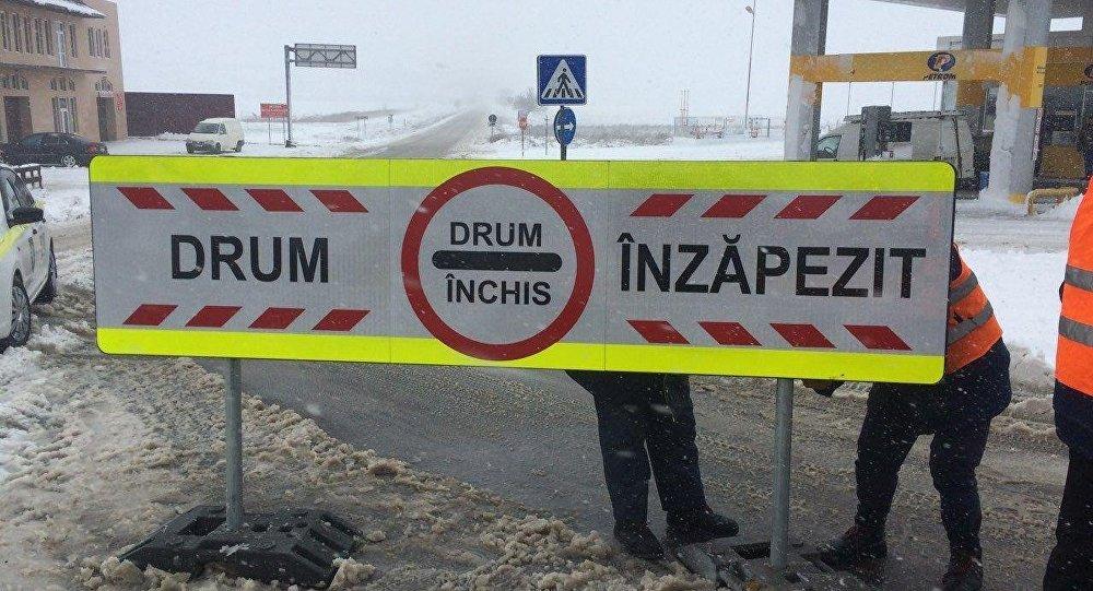 Șapte drumuri naționale au fost închise de către autorități din cauza condițiilor meteo nefavorabile.