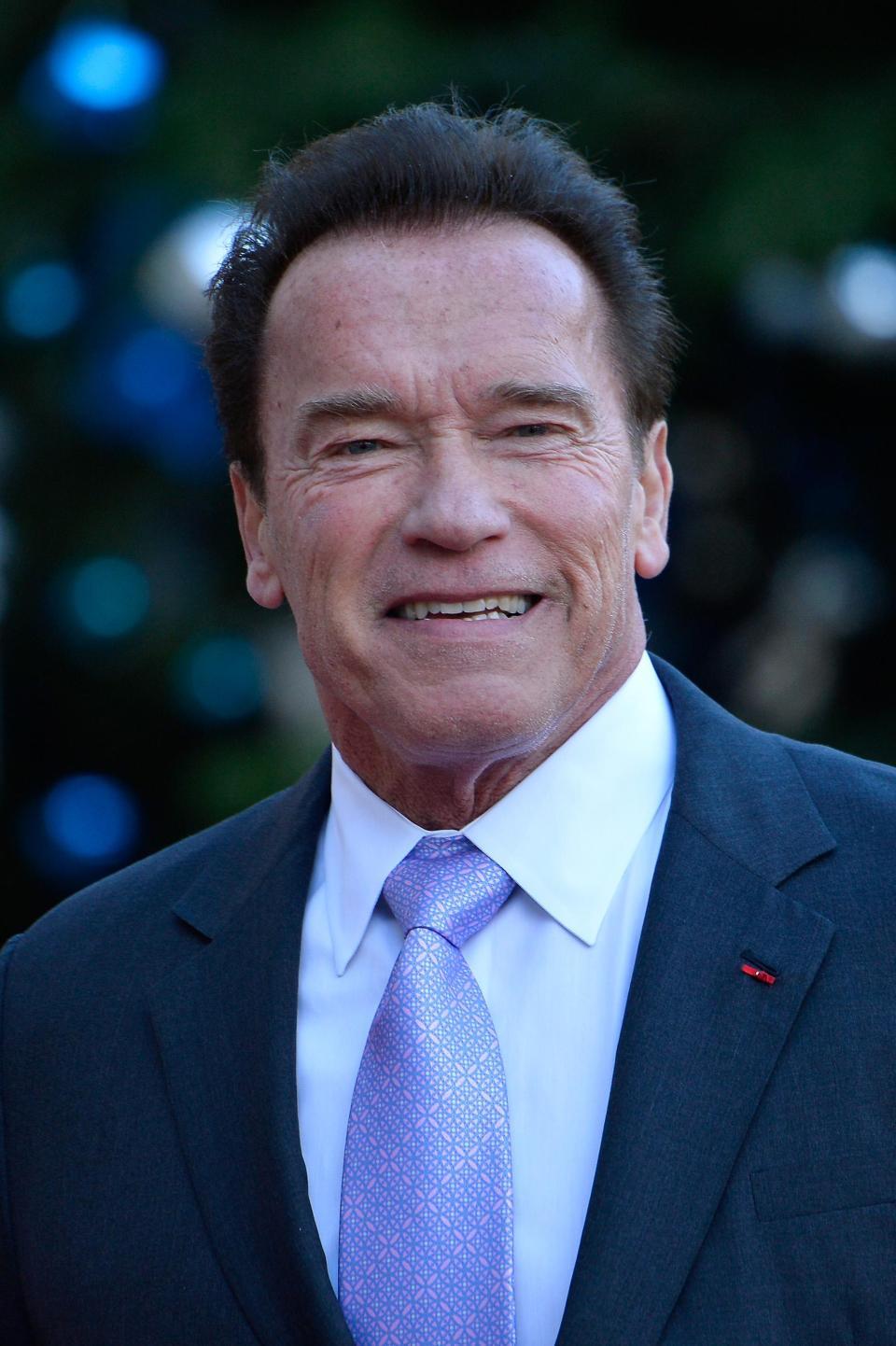 Fotografie în care se află Arnold Schwarzenegger