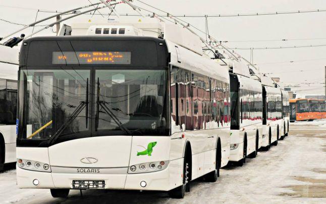 Programul RATB de miercuri! Iată de la ce oră circulă troleibuzele, autobuzele și tramvaiele în ziua de grvă la metrou. Anunțul oficial vestește că mijloacele de transport în comun ale Societății de Transport București(STB) vor fi scoase de pe traseu joi, de la ora 04:00. Pe scurt, angajații Metrorex SA au programat joi, 15 noiembrie o grevă, între orele 04:00 și 06:00. Și, după cum, lucrurile nu s-au clarificat, sindicaliștii Metrorex nu s-au lăsat, iar greva stă în picioare. Despre cele ce se întâmplă în București a vorbit și primarul general al Capitalei, Gabriela Firea.