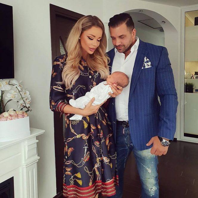 Bianca Drăgușanu și Alex Bodi împreună cu noua lor finuță, Eva Maria