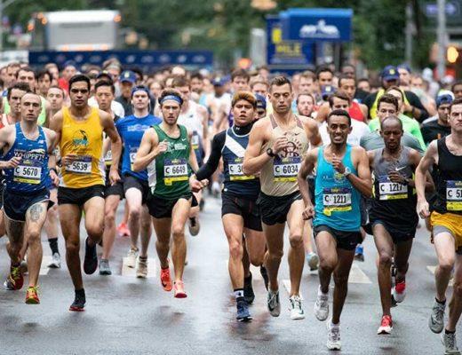 Fotografie în care se află alergatori în timp ce participau la Bucharest Urban Athletics