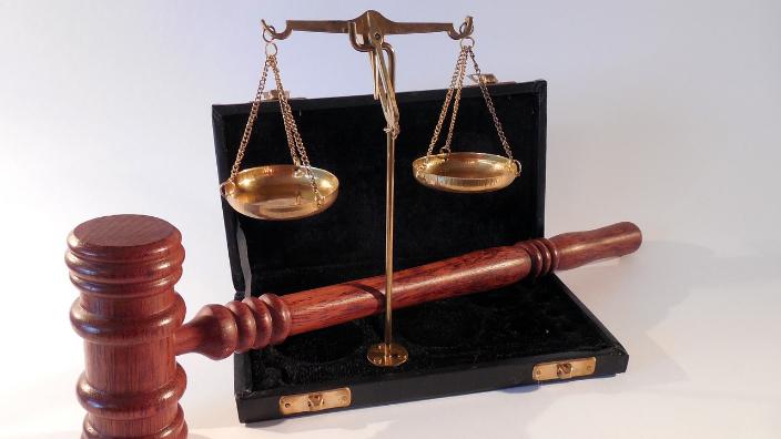 Primul Cod penal din România prevedea pedepse foarte aspre pentru judecătorii corupți, mergând până la închisoare pe viață. Și funcționarii publici erau atent urmăriți și pedepsiți fără milă dacă cedau corupției