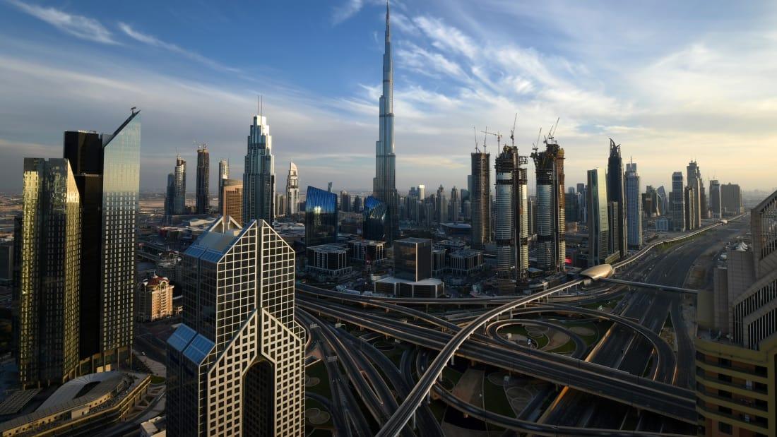 Cele mai înalte 10 clădiri din lume; Burj Khalifa - 829,8 m, 163 de etaje. De două ori și ceva mai înalt decât celebrul Empire State Building din New York (381 m) și de aproape trei ori mai înalt decât Turnul Eiffel din Paris (324 m)
