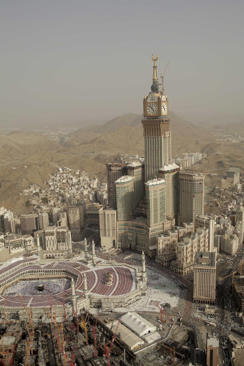 Cele mai înalte 10 clădiri din lume: Makkah Royal Clock Tower - 601 m, 120 de etaje. •Cea mai înaltă clădire din Arabia Saudită