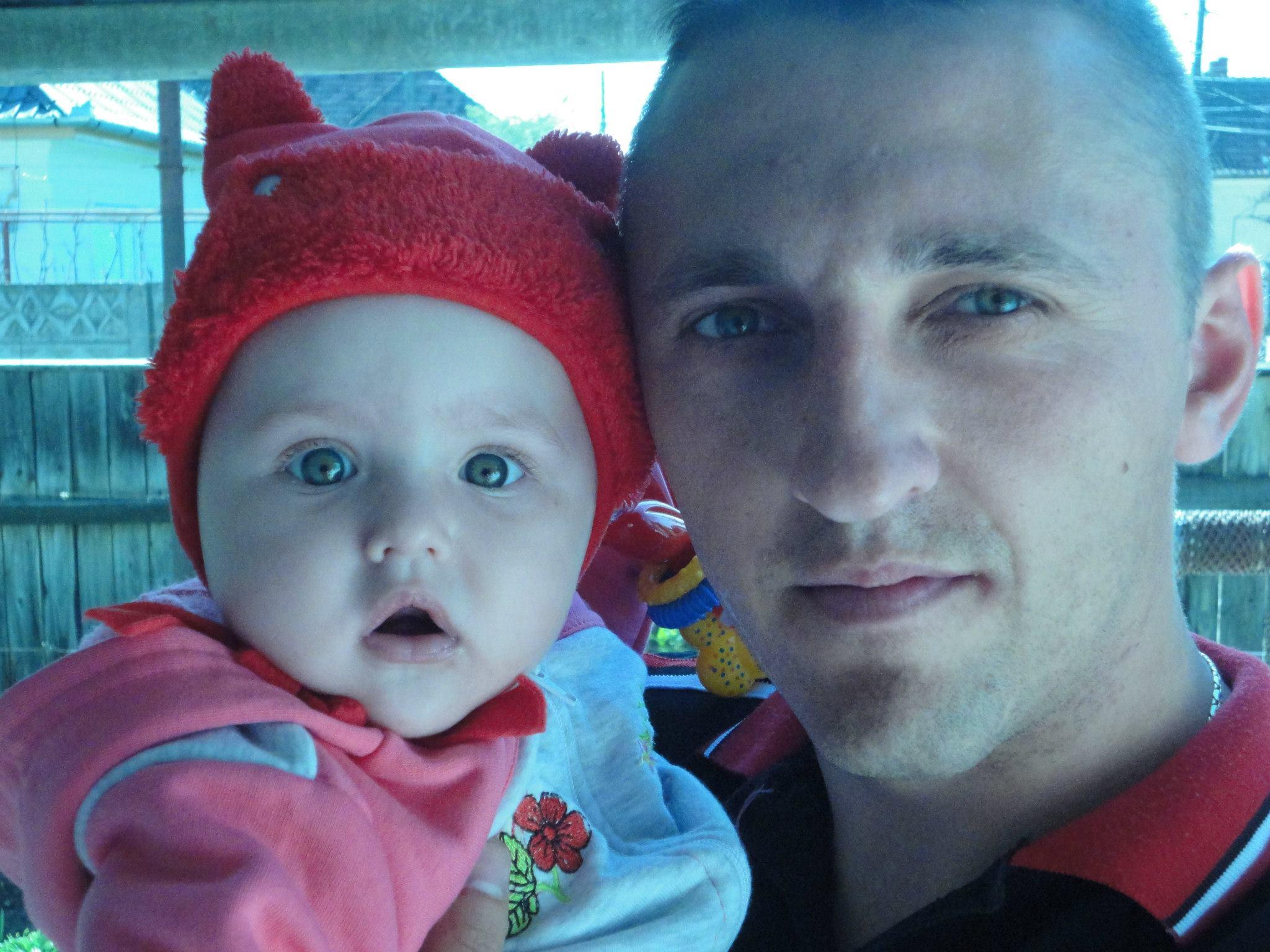 Alexandru Orosz, militarul care a murit la Alba Iulia, alături de fetiţa sa pe când era mai mică