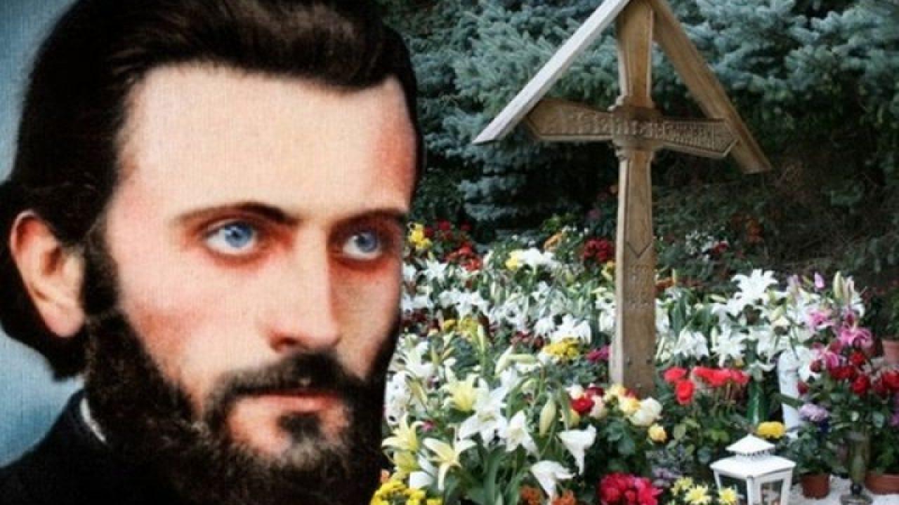 Comemorare Arsenie Boca: mii de pelerini merg la mormântul ...