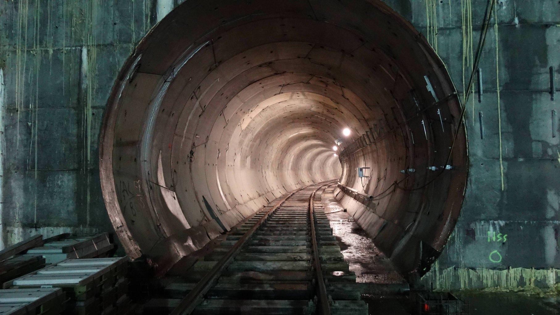 Tunelul uneia dintre staţiile de la Magistrala 5, metrou Drumul Taberei