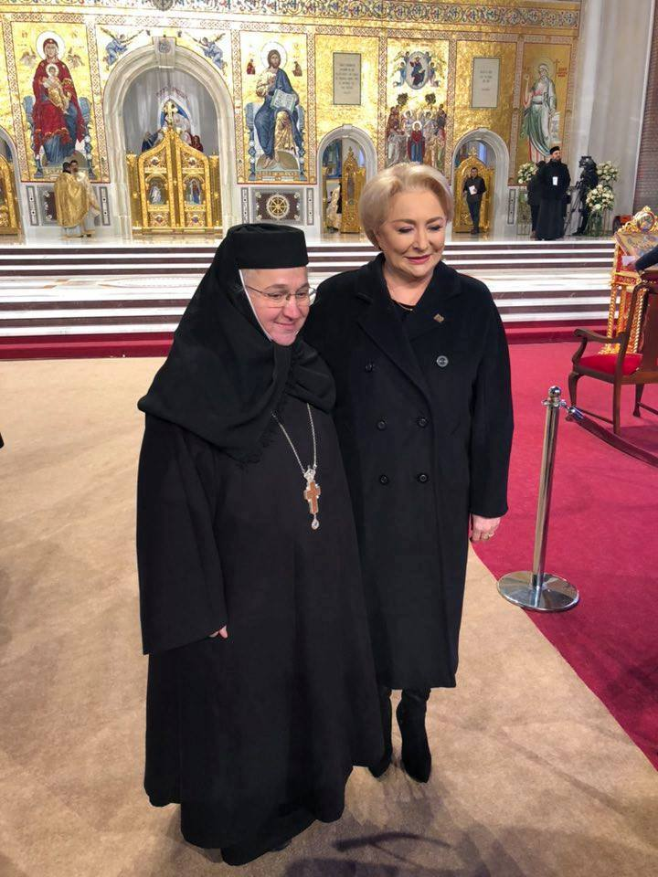 cum s-a imbracat viorica dancila la sfintirea catedralei nemului