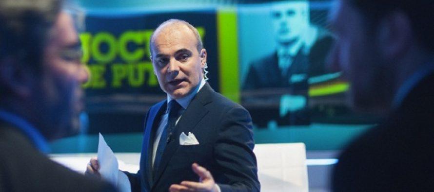 Rareș Bogdan, poză din cadrul emisiunii pe care o moderează