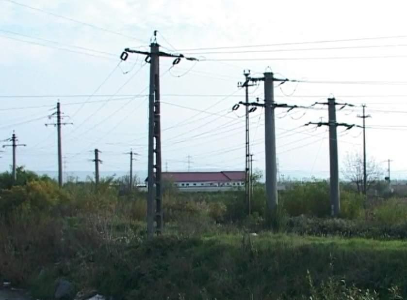 Bărbatul a fost găsit în această dimineaţă spânzurat de un stâlp de electricitate în localitatea Cazasu