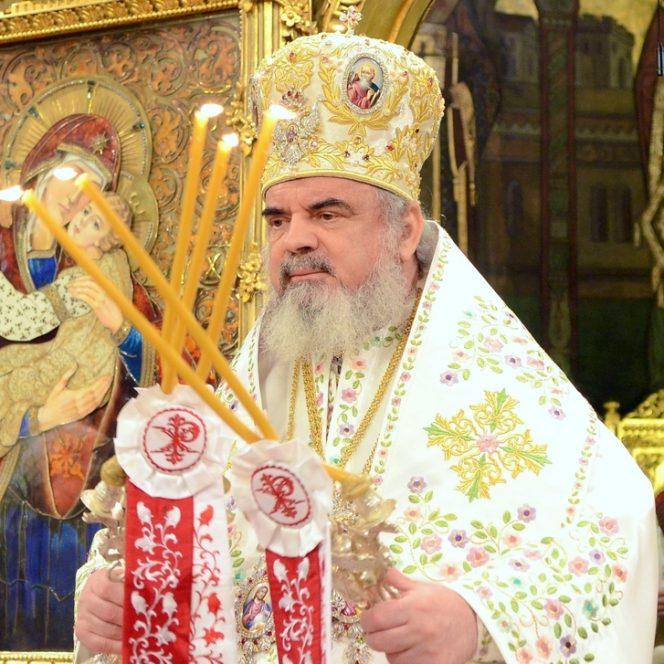 Patriarhul Daniel, în timpul slujbei de sfinţire a Catedralei Mântuirii Neamului