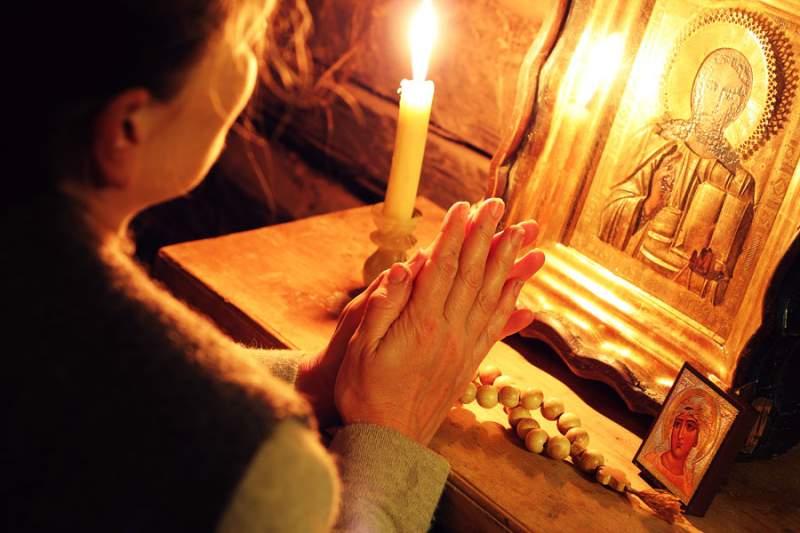 Rugăciunile și mersul la biserică trebuie să primeze în viașa oricărui creștin în Postul Crăciunului, constante și repetate cu sfințenie