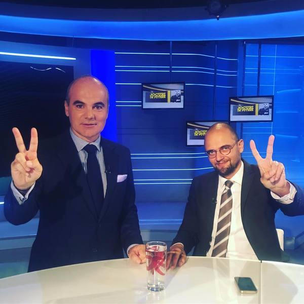 Rareş Bogdan alături de Oreste Teodorescu în timpul unei emisiuni TV de la Realitatea