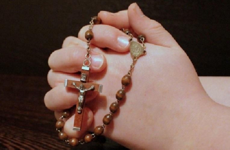 Rugăciunea către Sfânta Maică a Domnului nostru Iisus Hristos este bine să fie spusă în fața unei icoane a Fecioarei Maria, cu o lumânare sfințită în mână, de câte 3 ori, în 9 zile de marți