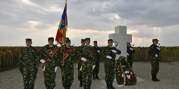 Fotografie cu soldatii români celebrând ziua artileriei române