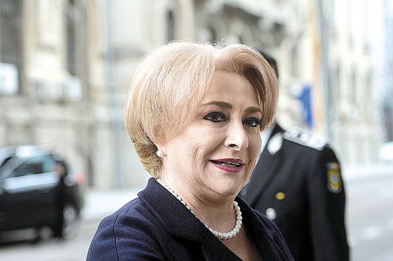 Premierul României, Viorica Dăncilă în timpul unei discuţii