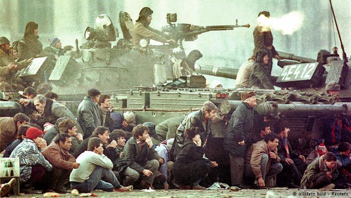 29 ani de la Revoluția din 1989. Așa s-a murit pe, pe lângă și sub tancuri... împotriva unui dușman invizibil...