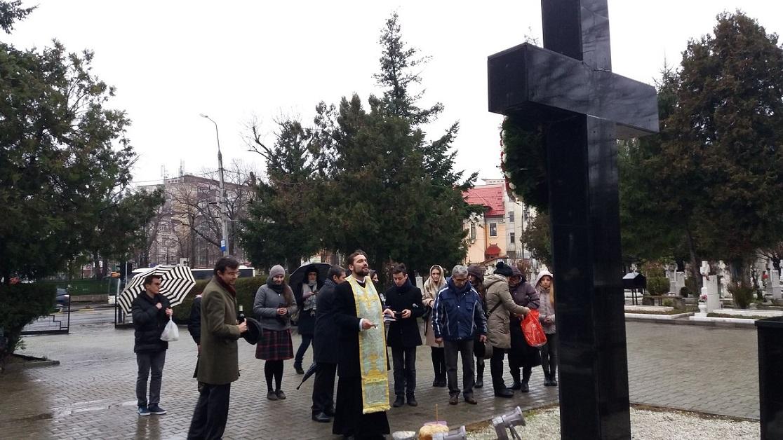 29 ani de la Revoluția din 1989. Troița din Cimitirul Eroilor plânge... A uitare... Și indiferență...