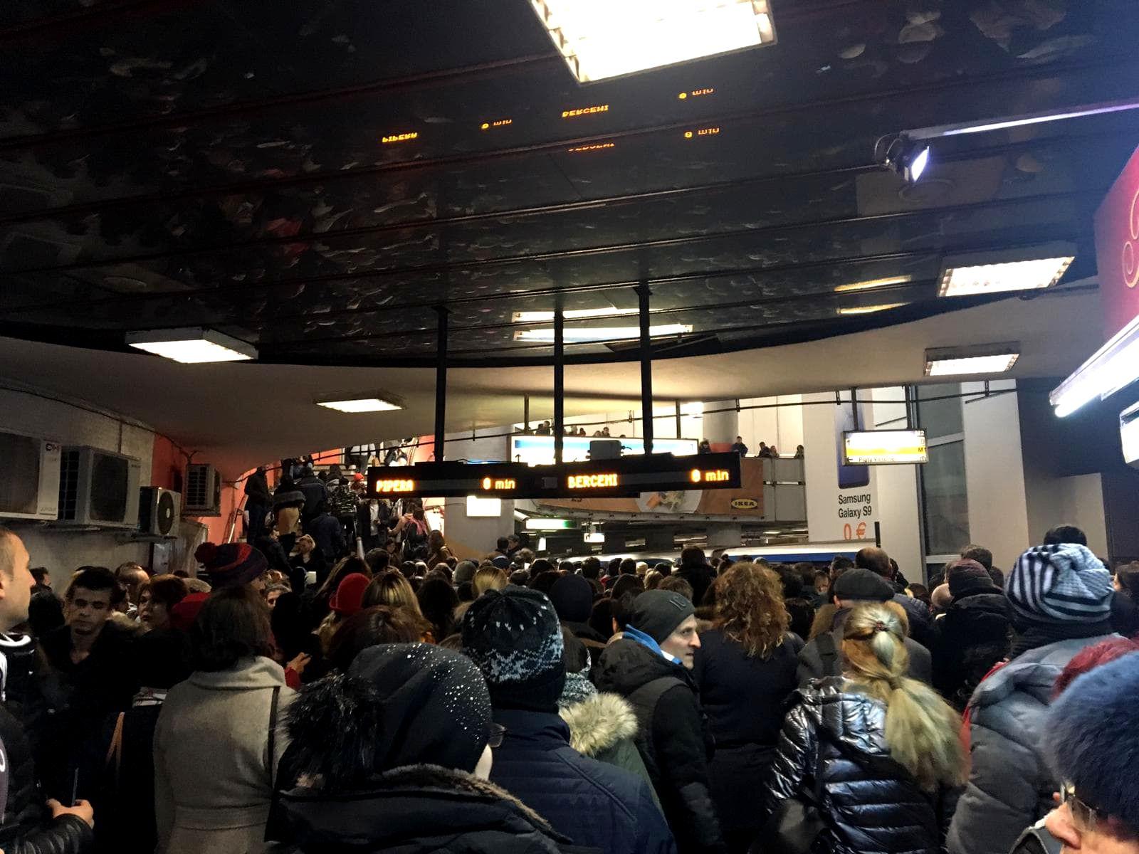 defectiuni la metrou aglomeratie vineri dimineata la piata victoriei