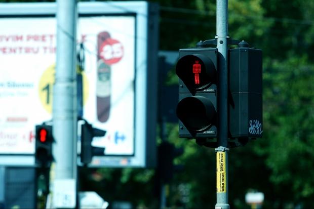 Semafor din Bucuresti in intersectie blocată