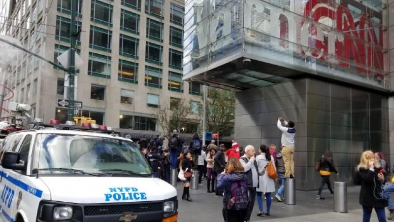 Fotografie realizată atunci când angajaţii erau scoşi din clădirea CNN