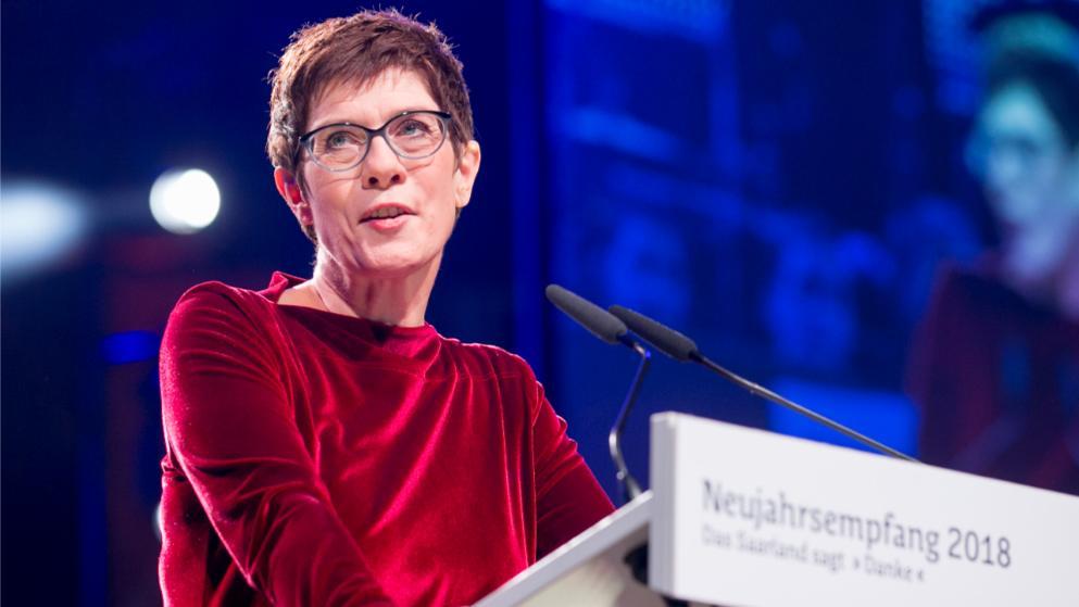 Annegret Kramp-Karrenbauer este noul conducător al Partidului Creştin Democrat din Germania, după ce a avut mai multe voturi decât Angela Merkel