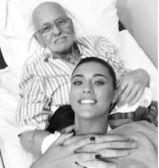 Antonia alături de bunicul său
