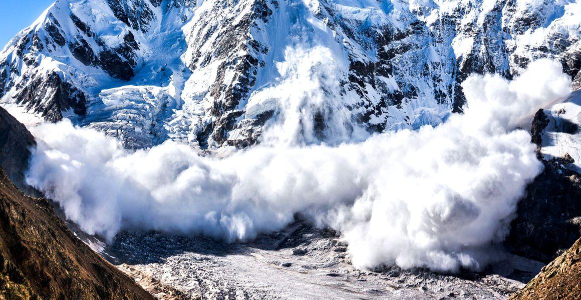Tragedie în Munții Bucegi. Un bărbat a murit prins de avalanșă