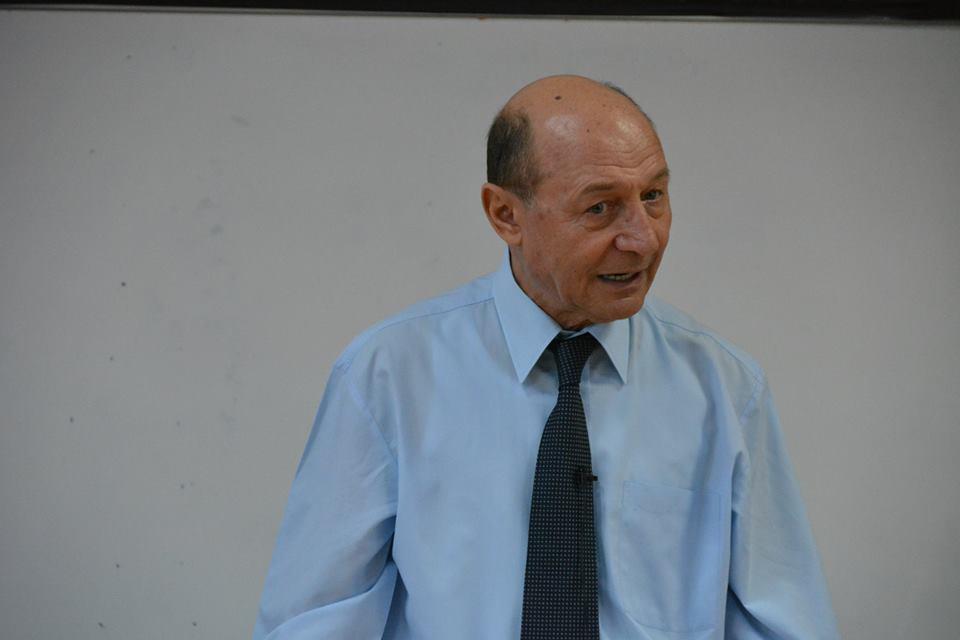 """Traian Băsescu, despre Klaus Ioannis: """"Face greșeli care duc la despuierea attribuțiilor președintelui"""""""
